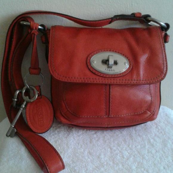 d45f0a97b9f4 Fossil Handbags - EUC Fossil Maddox Leather Turn Lock Crossbody Bag